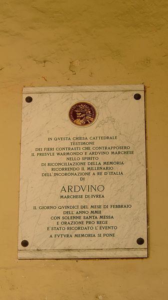 File:Ivrea Duomo Lapide Arduino.jpg
